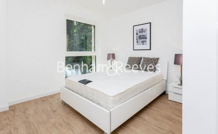 2 Bedroom flat to rent in Bailey Street, Surrey Quays, SE8