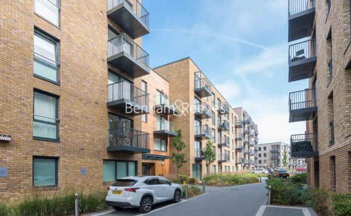 1 Bedroom flat to rent in Ashton Reach, Surrey Quays, SE16