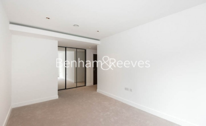 2 Bedroom flat to rent in Kew Bridge Road, Kew, TW8
