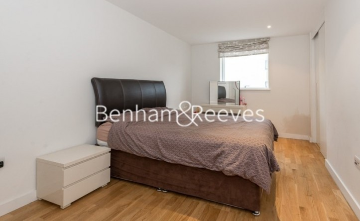 2 Bedroom flat to rent in Pump House Crescent, Brentford, TW8