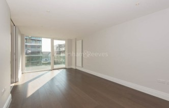 picture of 3 Bedroom(s) flat in  QueenshurstSquare, Kingston Upon Thames, KT2