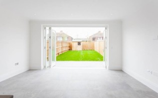 picture of 3 Bedroom(s) flat in  Richmond Chase, Richmond, TW10