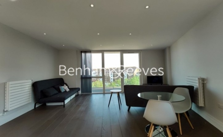 1 Bedroom flat to rent in QueenshurstSquare, Kingston Upon Thames, KT2