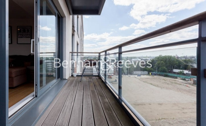 2 Bedroom flat to rent in This Space, Cornell Square, SW8