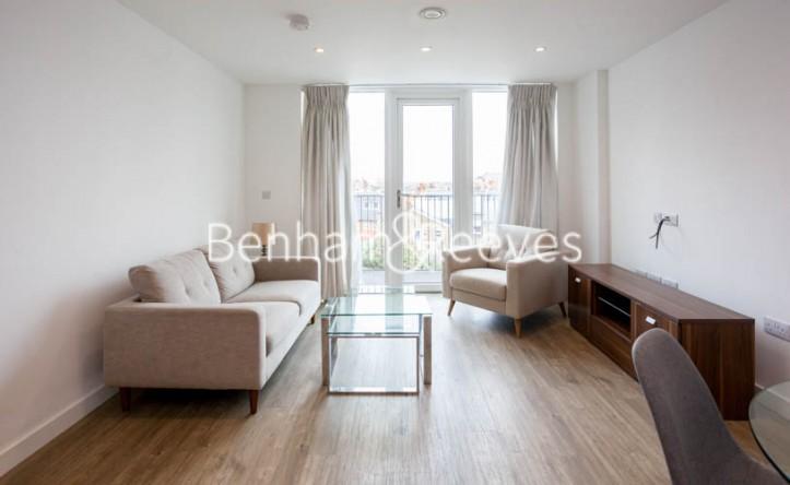 1 Bedroom flat to rent in Tooting High Street, Nine Elms, SW17