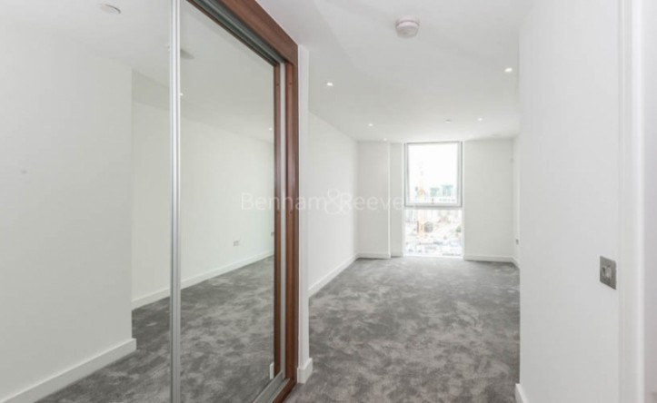 2 Bedroom flat to rent in Nine Elms Point, Nine Elms, SW8