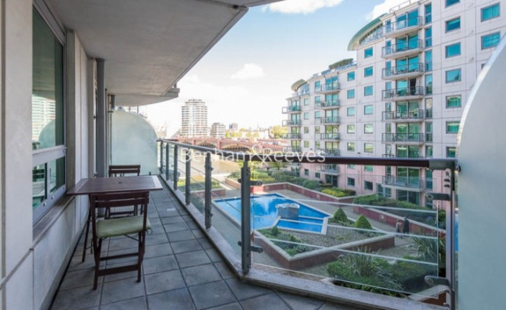 2 Bedroom flat to rent in St George