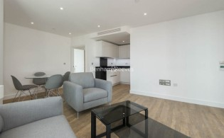 picture of 2 Bedroom(s) flat in  Wandsworth Road, Nine Elms, SW8