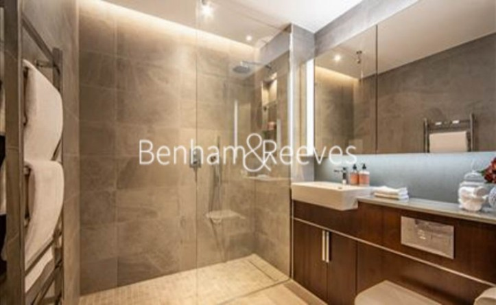 2 Bedroom flat to rent in Thornes House, Charles Clowes Walk, SW11