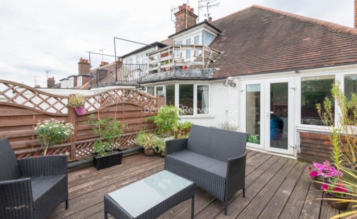 2 Bedroom flat to rent in West Heath Drive, Golders Hill,  NW11