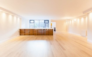 picture of 3 Bedroom(s) flat in  Firecrest Drive, Hampstead, NW3