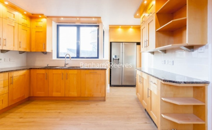 3 Bedroom flat to rent in Firecrest Drive, Hampstead, NW3