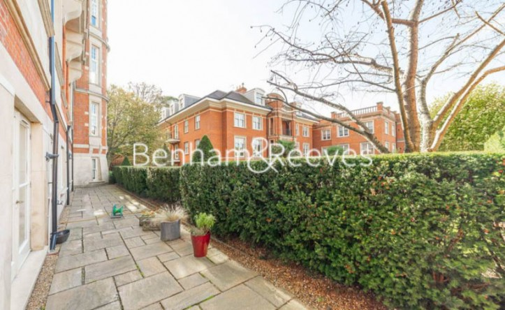 3 Bedroom flat to rent in Frognal Rise, Hampstead, NW3