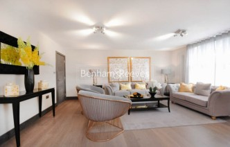 picture of 3 Bedroom(s) flat in  Boydell Court, St. John's Wood Park, NW8