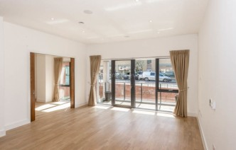 picture of 4 Bedroom(s) flat in  Finchley Road, Golders Green, NW11