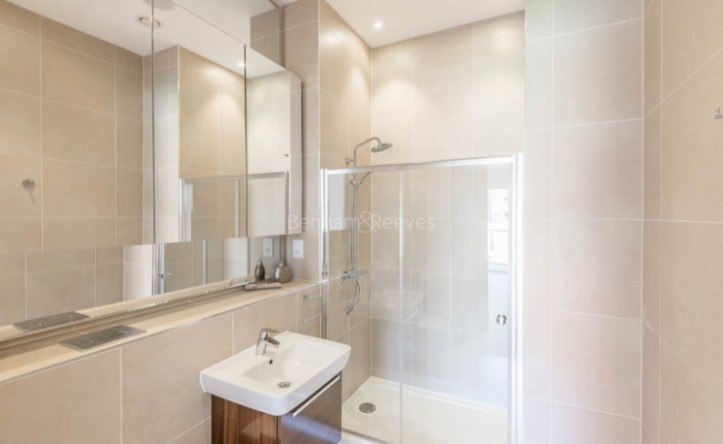 4 Bedroom flat to rent in Finchley Road, Golders Green, NW11