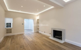 picture of 4 Bedroom(s) flat in  New End, Hampstead NW3