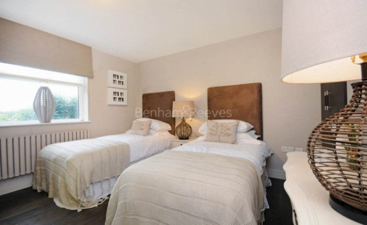 3 Bedroom flat to rent in St John's Wood Park, St John's Wood, NW8