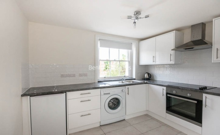 2 Bedroom flat to rent in Finchley Road, St John's Wood, NW8