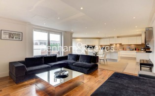 picture of 3 Bedroom(s) flat in  Hodford Road, Golders Green, NW11