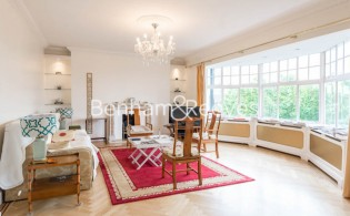 picture of 4 Bedroom(s) flat in  Eton Court, Hampstead, NW3