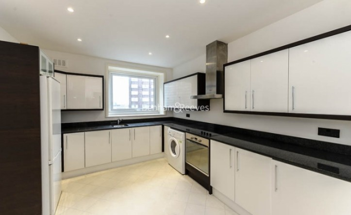 4 Bedroom flat to rent in Strathmore Court, Hampstead, NW8