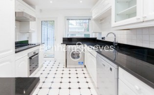picture of 3 Bedroom(s) flat in  Buckland Crescent, Belsize Park, NW3