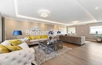 picture of 5 Bedroom(s) flat in  Boydell Court, Hampstead, NW8