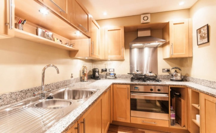 2 Bedroom flat to rent in Heath Place, Hampstead, NW3