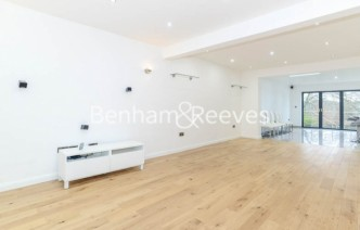 picture of 4 Bedroom(s) flat in  St. Margarets Avenue, Totteridge, N20