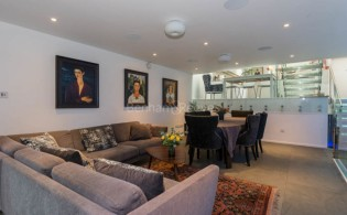 picture of 4 Bedroom(s) flat in  Trinity Walk, Hampstead, NW3
