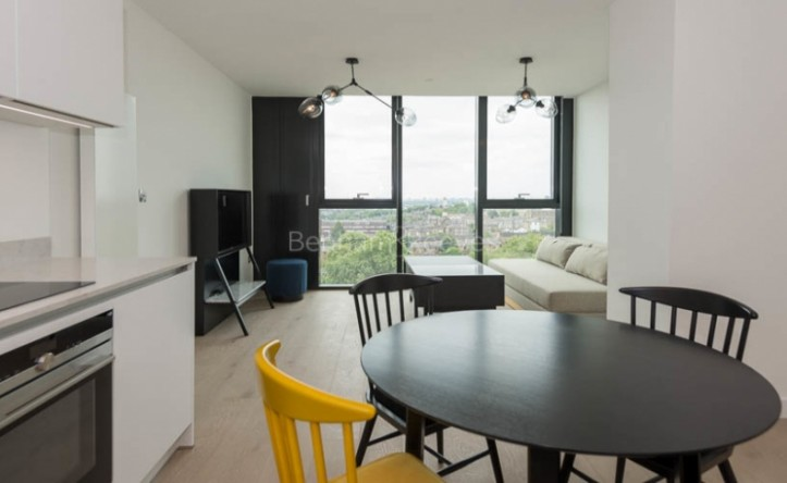 Studio flat to rent in Hill House, Archway, N19