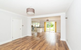 picture of 3 Bedroom(s) flat in  Greenfield Gardens, Cricklewood, NW2
