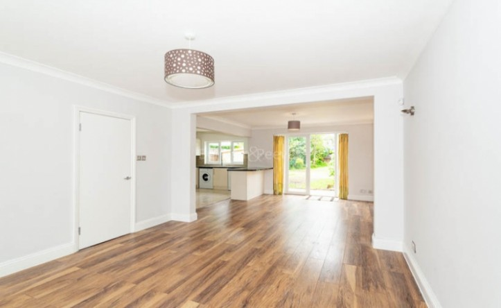 3 Bedroom house to rent in Greenfield Gardens, Cricklewood, NW2