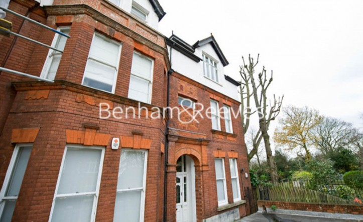 3 Bedroom flat to rent in Chesterford ,Chesterford Gardens NW3