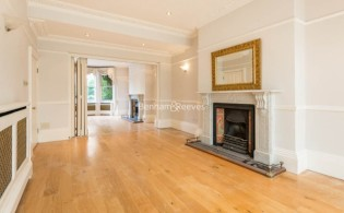 picture of 3 Bedroom(s) flat in  South Hill Park, Hampstead, NW3