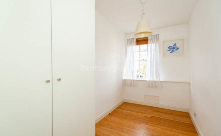 2 Bedroom flat to rent in Prince Arthur Road, Hampstead, NW3