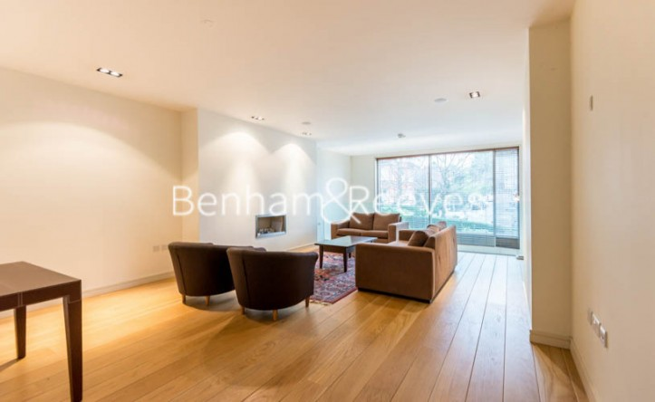 4 Bedroom house to rent in Oakhill Park Mews, Hampstead, NW3