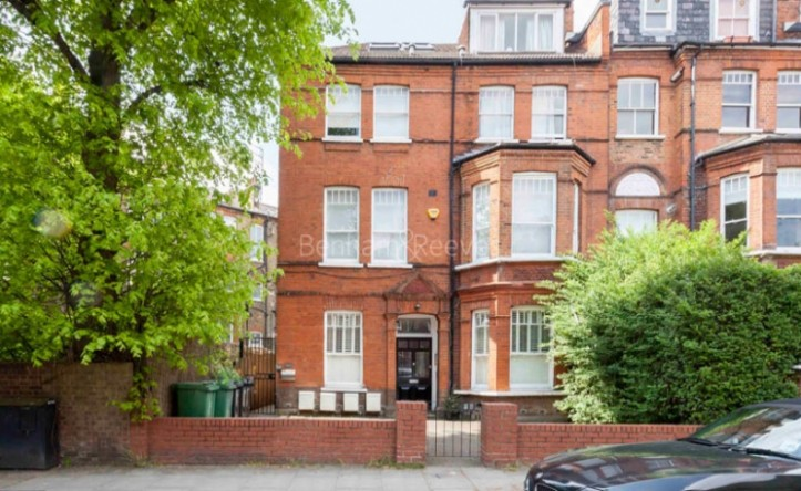 3 Bedroom flat to rent in Goldhurst Terrace, Hampstead, NW6