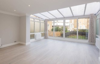picture of 4 Bedroom(s) flat in  Harley Road, Hampstead, NW3
