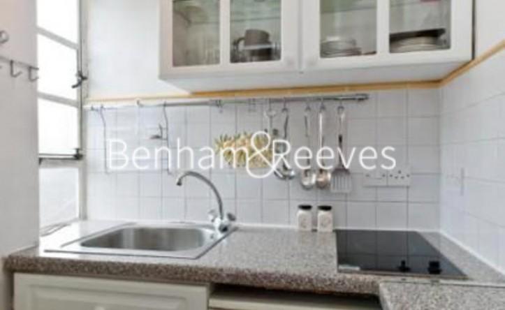 Studio flat to rent in Nell Gwynn House, Sloane Avenue, SW3