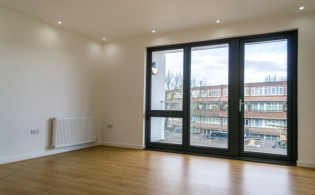 picture of 1 Bedroom(s) flat in  Wandsworth Road, Battersea, SW8