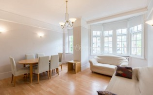 picture of 4 Bedroom(s) flat in  Coleherne Court, Old Brompton Road, SW5