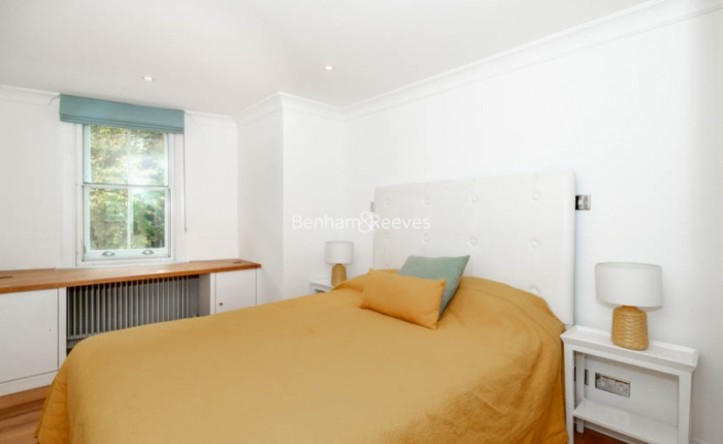 2 Bedroom flat to rent in Beauchamp Place, Knightsbridge, SW3