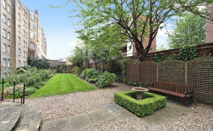 2 Bedroom flat to rent in Pelham Court, South Kensington, SW3