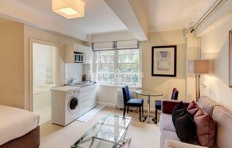 picture of Studio flat in  Pelham Court, Fulham Road, Chelsea, SW3