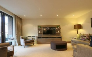 picture of 3 Bedroom(s) flat in  Kingston House South, Ennismore Gardens, South Kensington, SW7