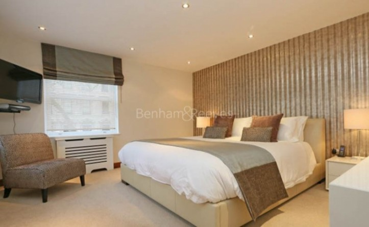 3 Bedroom flat to rent in Kingston House South, Ennismore Gardens, South Kensington, SW7