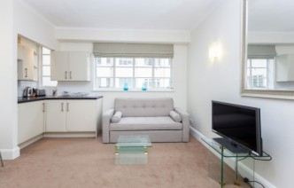 picture of Studio flat in  Sloane Avenue Mansions, Chelsea, SW3