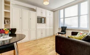 picture of Studio flat in  Hill Street, Mayfair, W1J